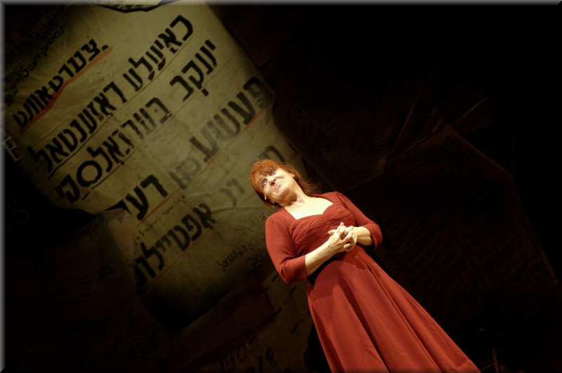 Yiddish Theatre piece by Naava Piatka, Better Don't Talk, with scenery design by Richard Finkelstein